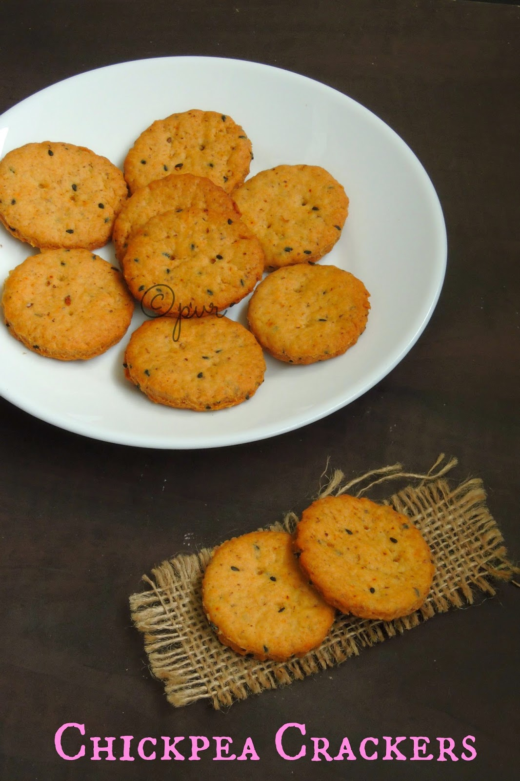 Chickpea crackers with sesame seeds