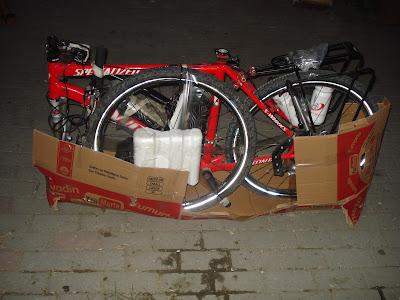 Protezione in cartone nella parte basa della bici