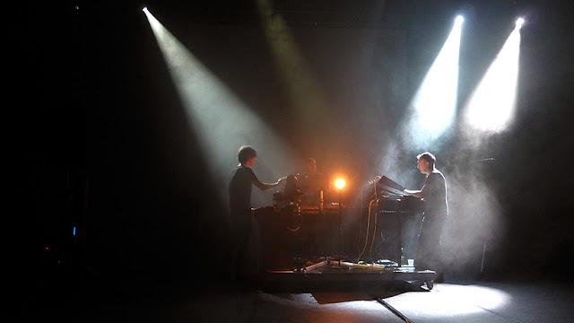 E S B, Elektronische Staubband (Thomas Poli, Lionel Laquerriere, Yann Tiersen), Lifelines Roedelius / photo S. Mazars