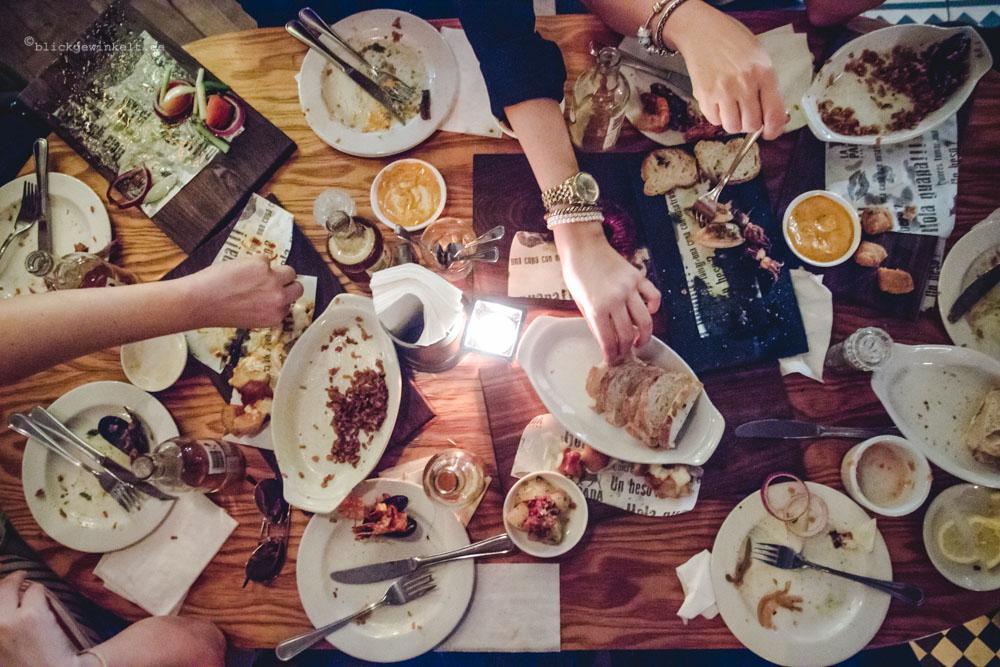 Tisch mit Tapas