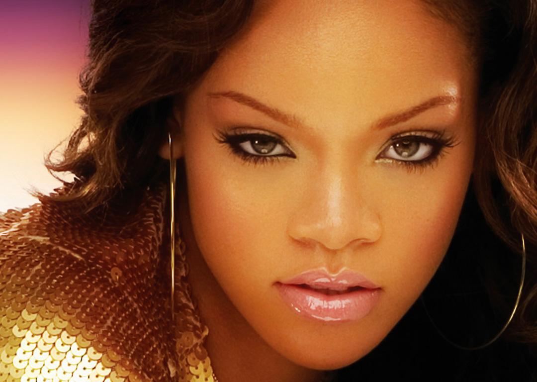 http://1.bp.blogspot.com/-_z8Ygf5yyBQ/TsD0WXnl2TI/AAAAAAAAFGs/d5D8z5HmdWE/s1600/Rihanna-Beautiful-Sexy.jpg