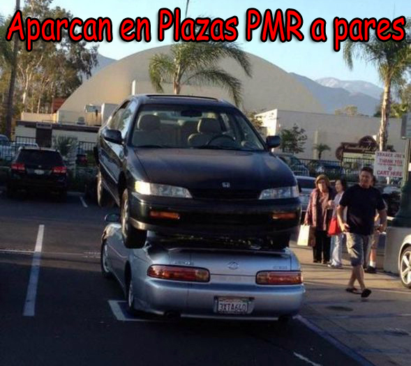 Aparcan en Plazas PMR a pares