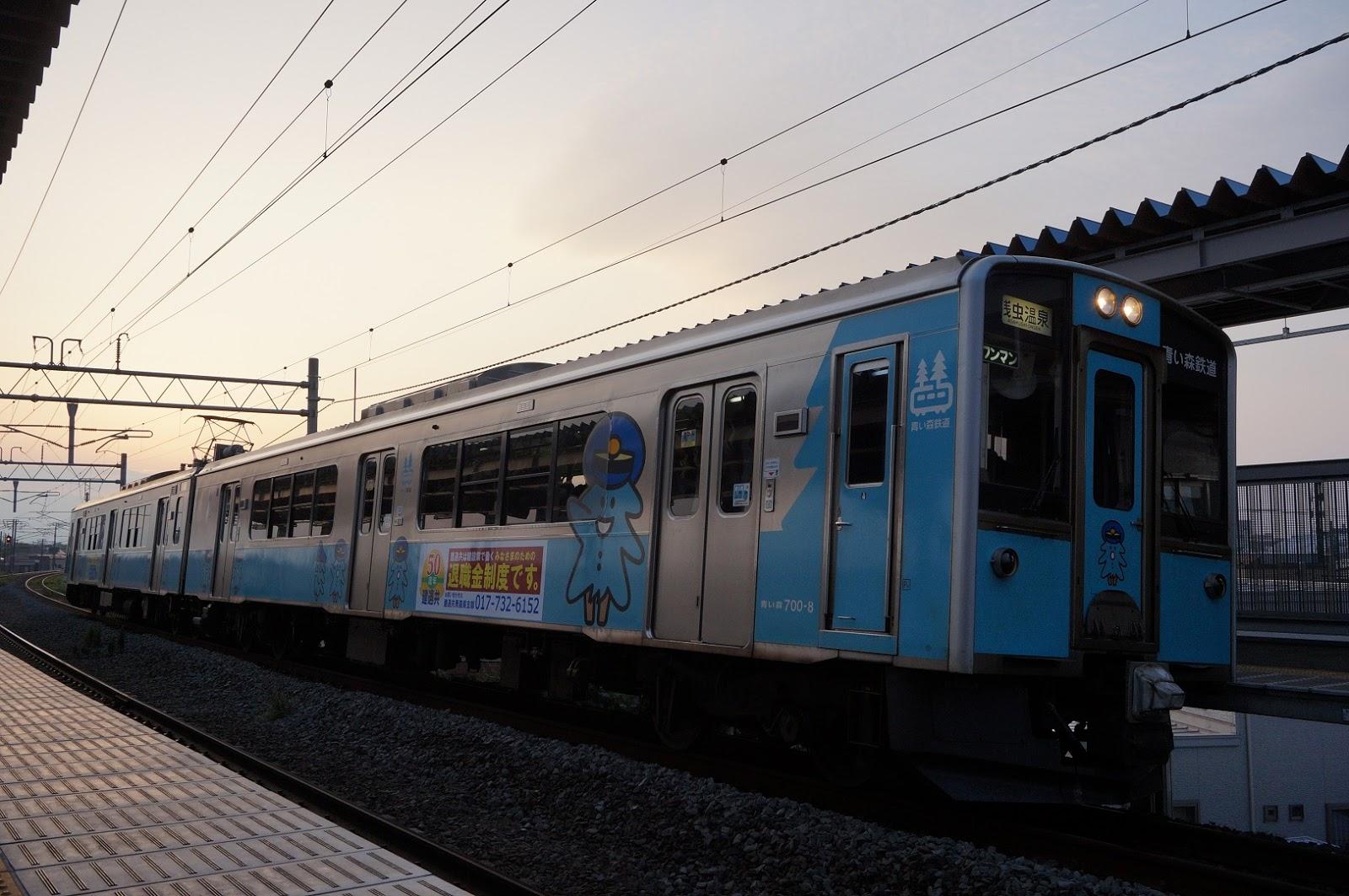 筒井駅に停まる青い森701系