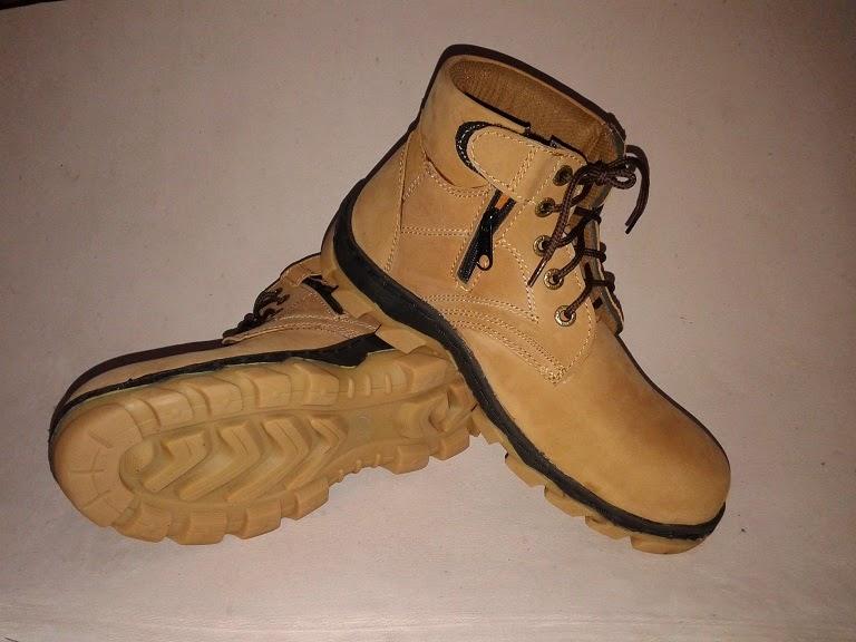 Sepatu Safety Keren bahan Kulit Asli