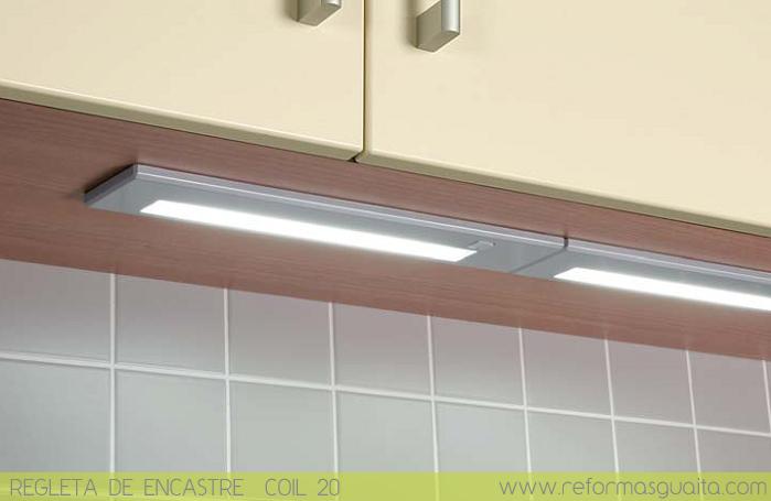 luz auxiliar bajo armariada en la cocina reformas guaita