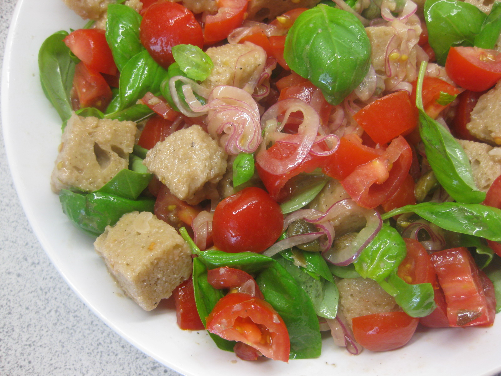 Klidmoster.dk: Panzanella - italiensk brødsalat...