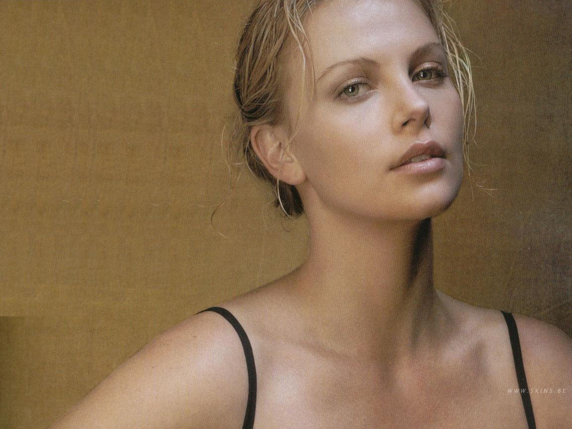 Topten Naija: NEW LOOK CHARLIZE THERON - NOT SO SEXY ANYMORE? Charlize Theron