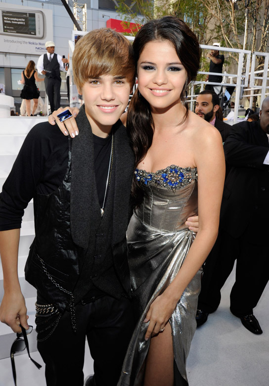 justin bieber and selena gomez break up march 2011. Justin Bieber Dating Selena