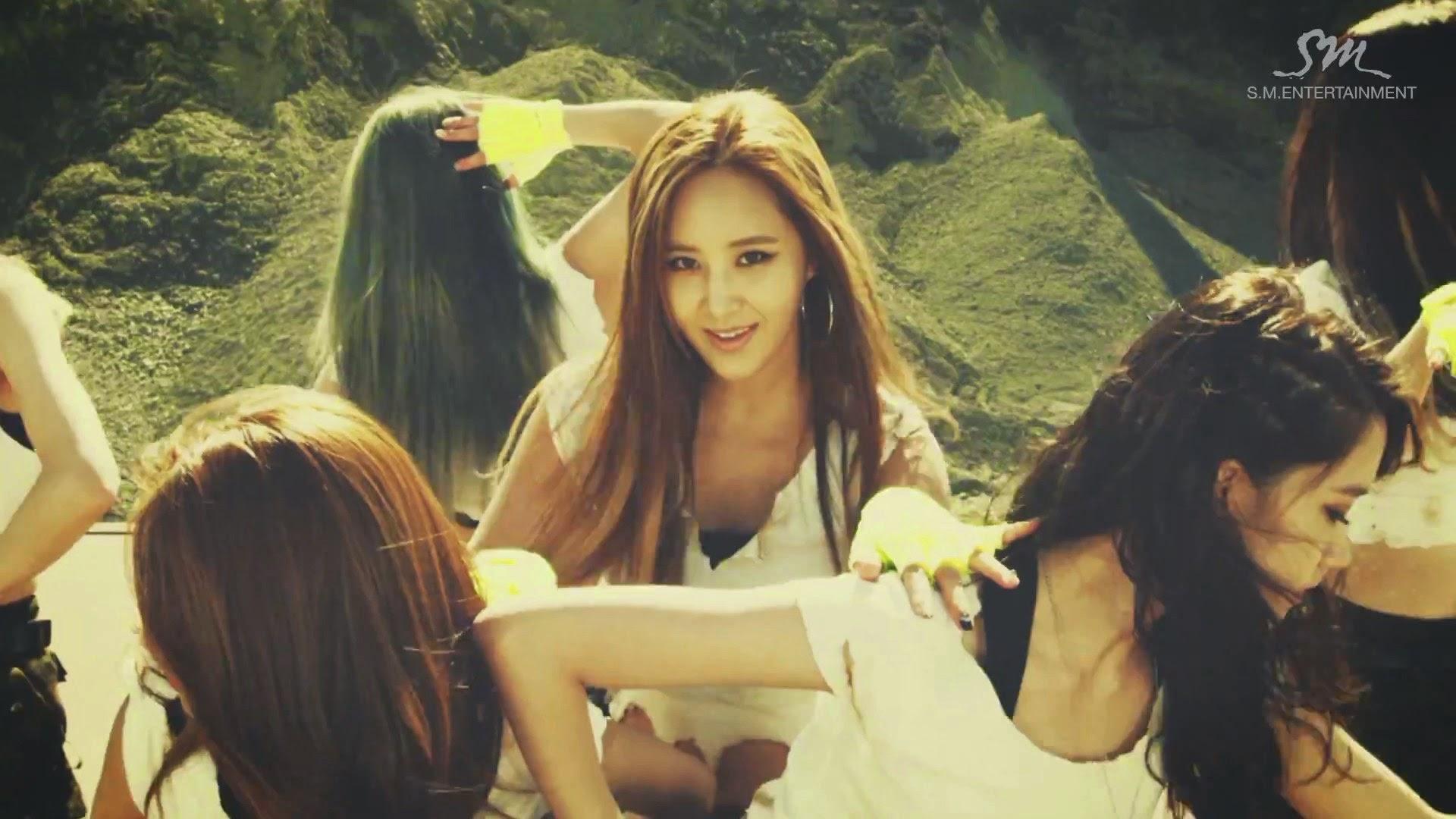 Girls' Generations' Yuri in Catch Me If You Can MV