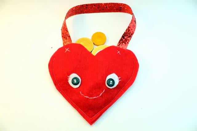 http://1.bp.blogspot.com/-a-QJVHirMNM/Uuaw30tHOXI/AAAAAAAASbQ/RTY-aNh-rZc/s1600/valentines+candy+cozy+(1).jpg