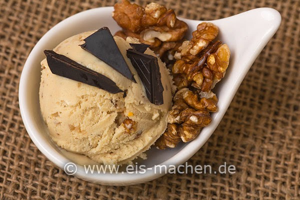 http://www.eis-machen.de/2014/06/eis-rezept-veganes-cashew-walnuss-eis-selbst-machen-auch-ohne-eismaschine/