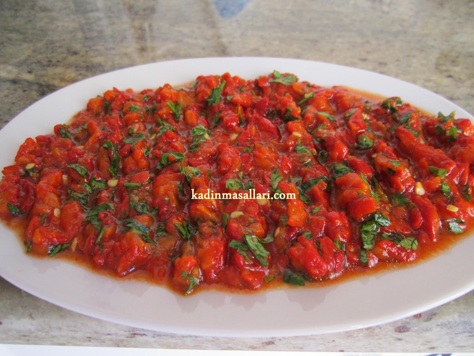Közlenmiş Patlıcan Ve Kırmızı Biber