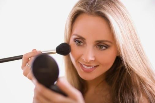 makeup-Apply-blush