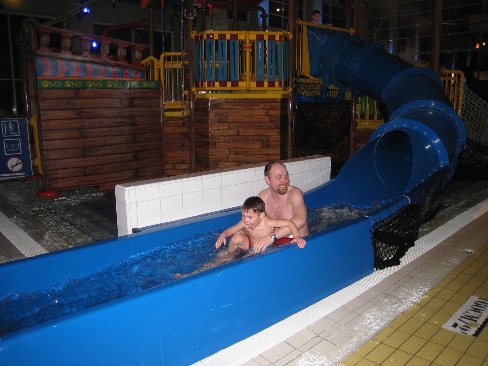 Mu equito de spiderman en la piscina del hotel for Follando en la piscina del hotel
