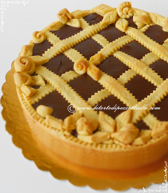 Crostata golosa al cioccolato fondente e amarene