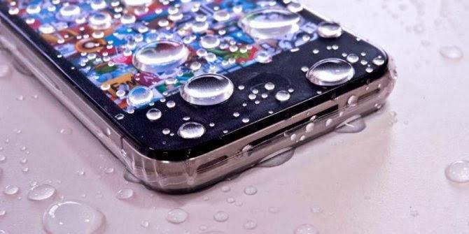 Langkah Menyelamatkan Smartphone atau Ponsel Yang Terendam Air