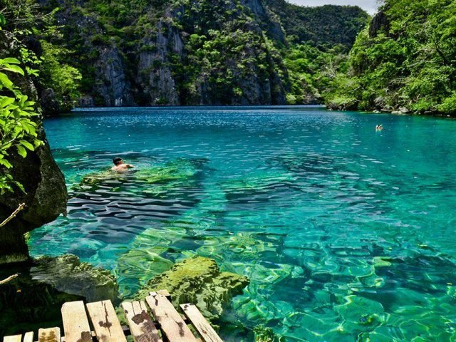 Límpido e belo: o Lago Kayangan.