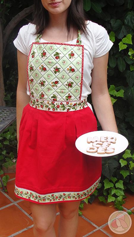 Delantal de cocina de patchwork con tela de fresas rojo y verde