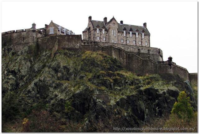 Castillo de Edimburgo desde el parque