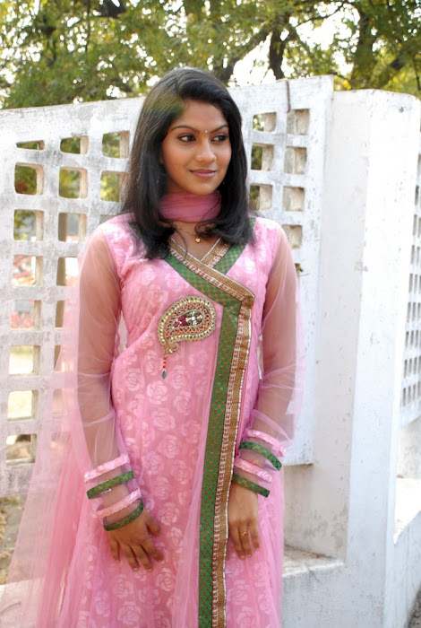 swasika at yetu chusina nuvve movie launch, swasika