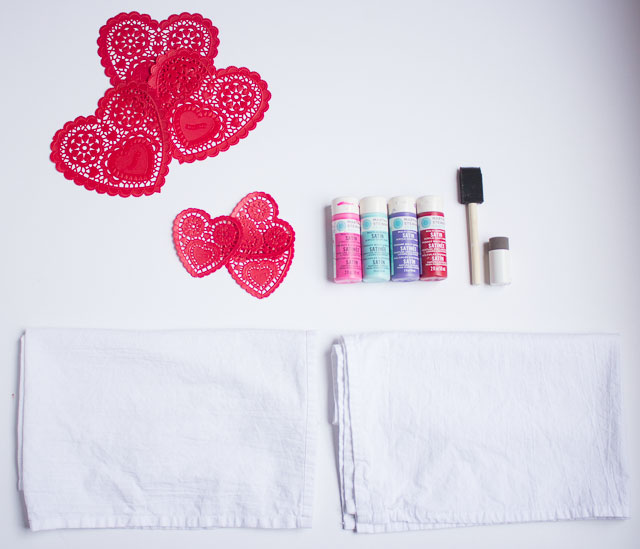 Doily stamped tea towels - a sweet Valentine's Day gift to give to a friend! | http://www.designimprovised.com