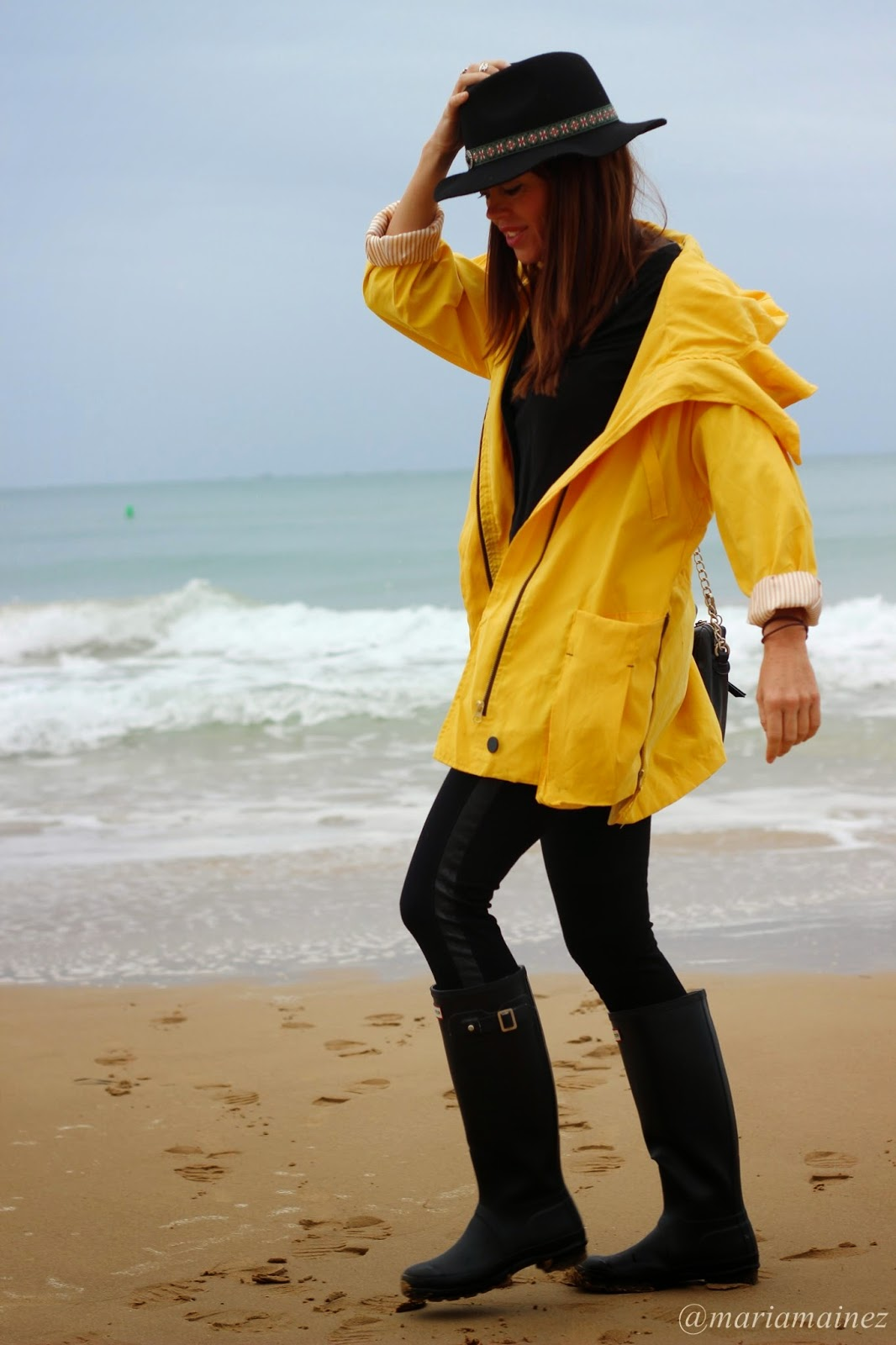 Yellow coat Sheinside - Hunter Boots - Outfit otoño - chubasquero amarillo