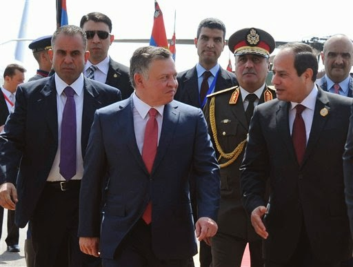 Egyptian President Abdel Fattah al-Sisi, right, greets Jordan's King Abdullah II on his arrival to attend an Arab summit, in Sharm el-Sheikh, South Sinai, Egypt, Saturday, March 28, 2015.
