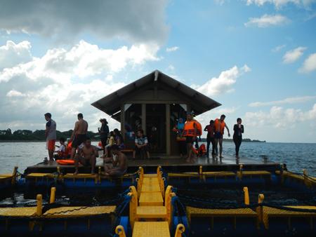 Wisata Rumah Apung Pantai Bansring Banyuwangi