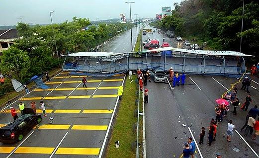 Gambar Jejantas Pejalan Kaki Runtuh Di Lebuhraya Pasir Gudang 12 Oktober 2014