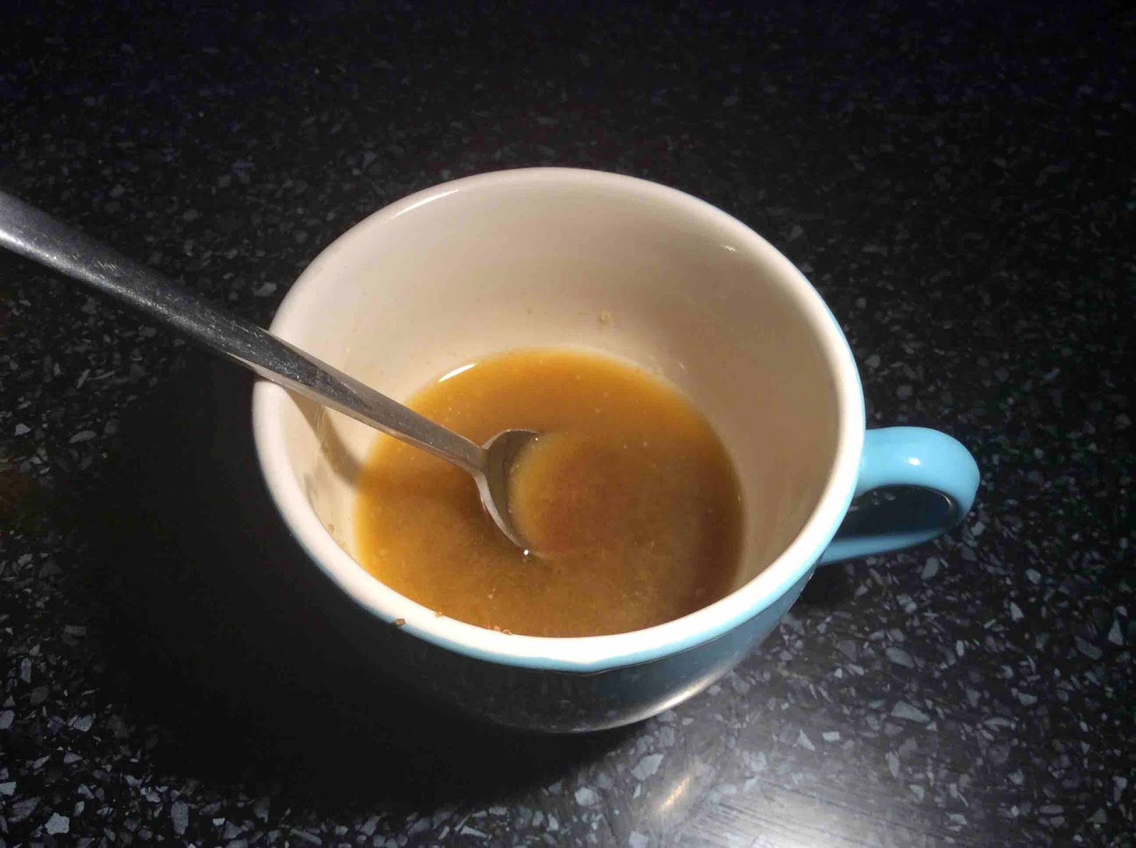 Mantequilla deshecha, azúcar moreno y azúcar blanco