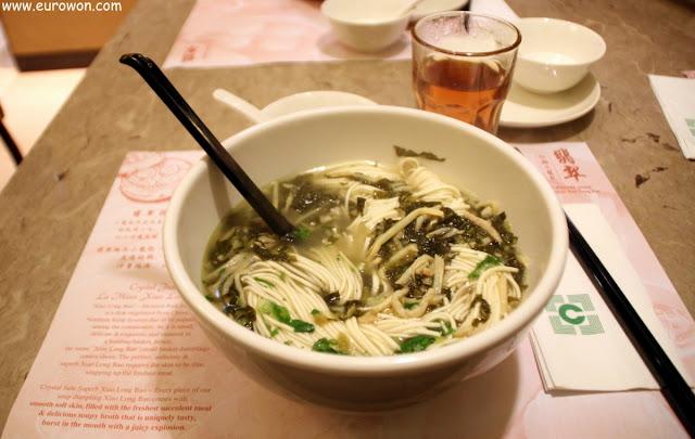 Noodles con cerdo y vegetales