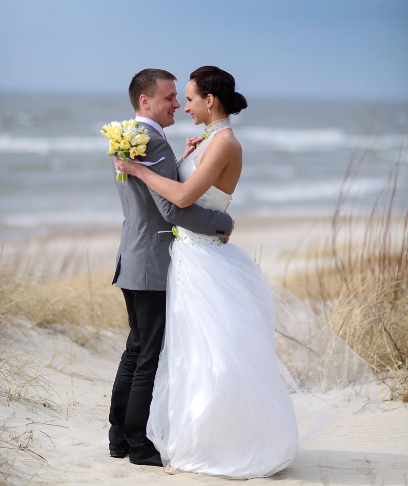 romantiškos vestuvių nuotraukos prie jūros