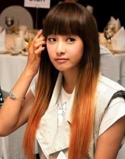 model rambut panjang lurus wanita