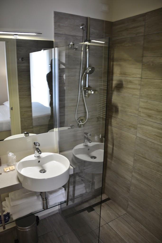 L'Hotel Rimini modern bathroom