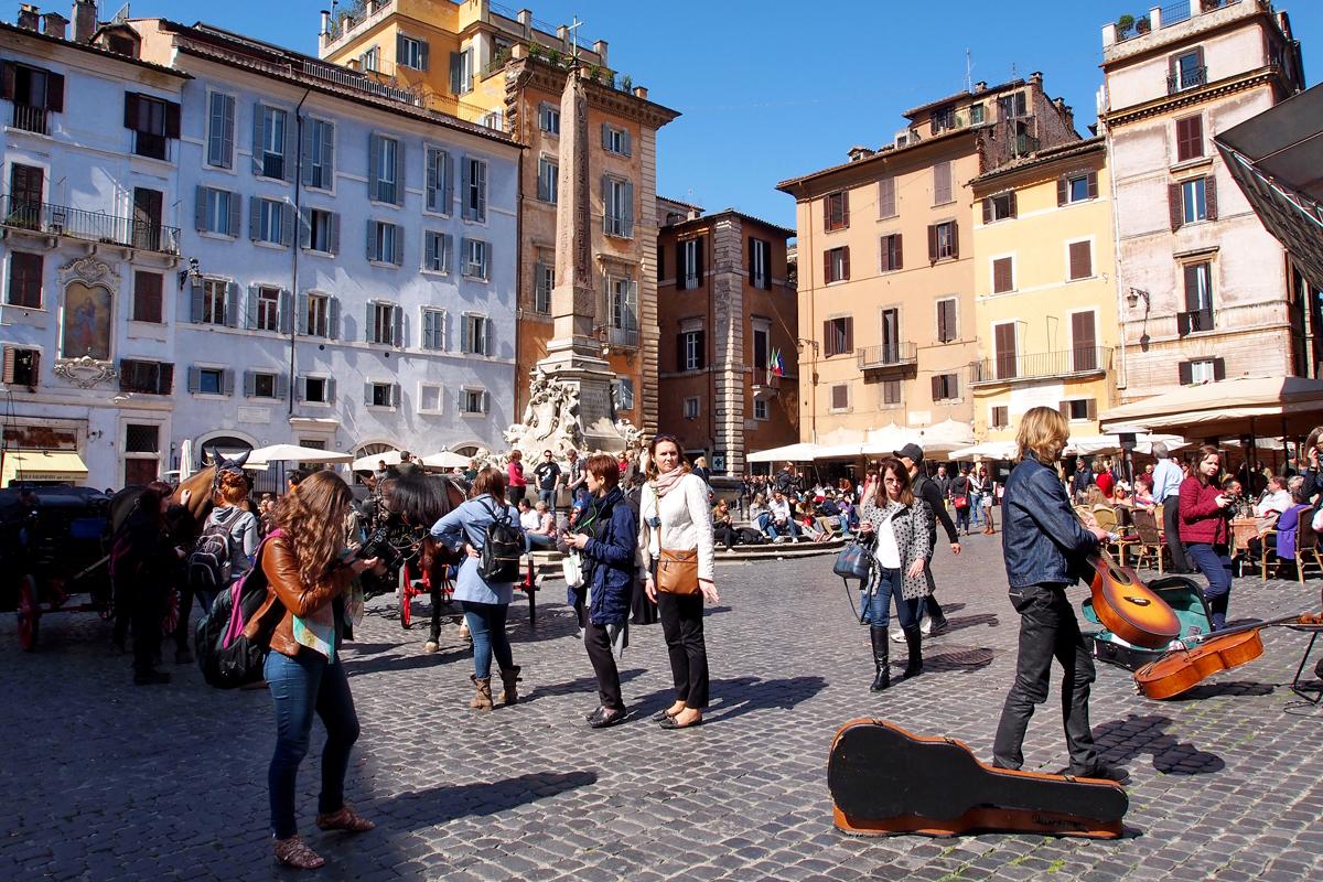 """Roms Altstadt – Ein Sehenswürdigkeiten-Rundumschlag //Piazza della Rotonda mit der Fontana del Pantheon - """"Fee ist mein Name"""""""