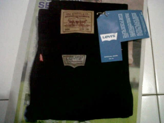 Celana Panjang Merek Levis dan Wrangler Kualitas Mall Solo