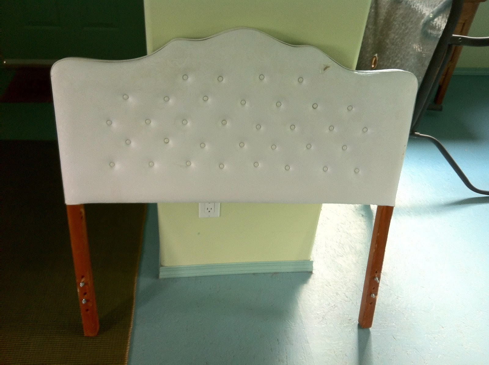 Miss Tweedle: Mama Tweedle: How to Recover a Fabric Headboard
