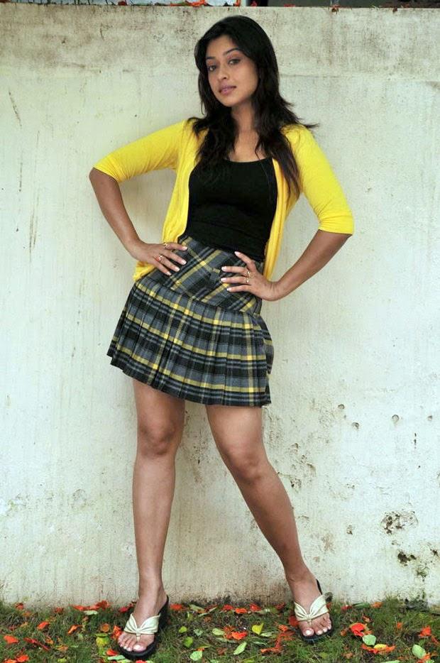 Payal Ghosh hot big huge cleavage thunder legs thighs visible hot pics of Payal Ghosh hot bollywood actress