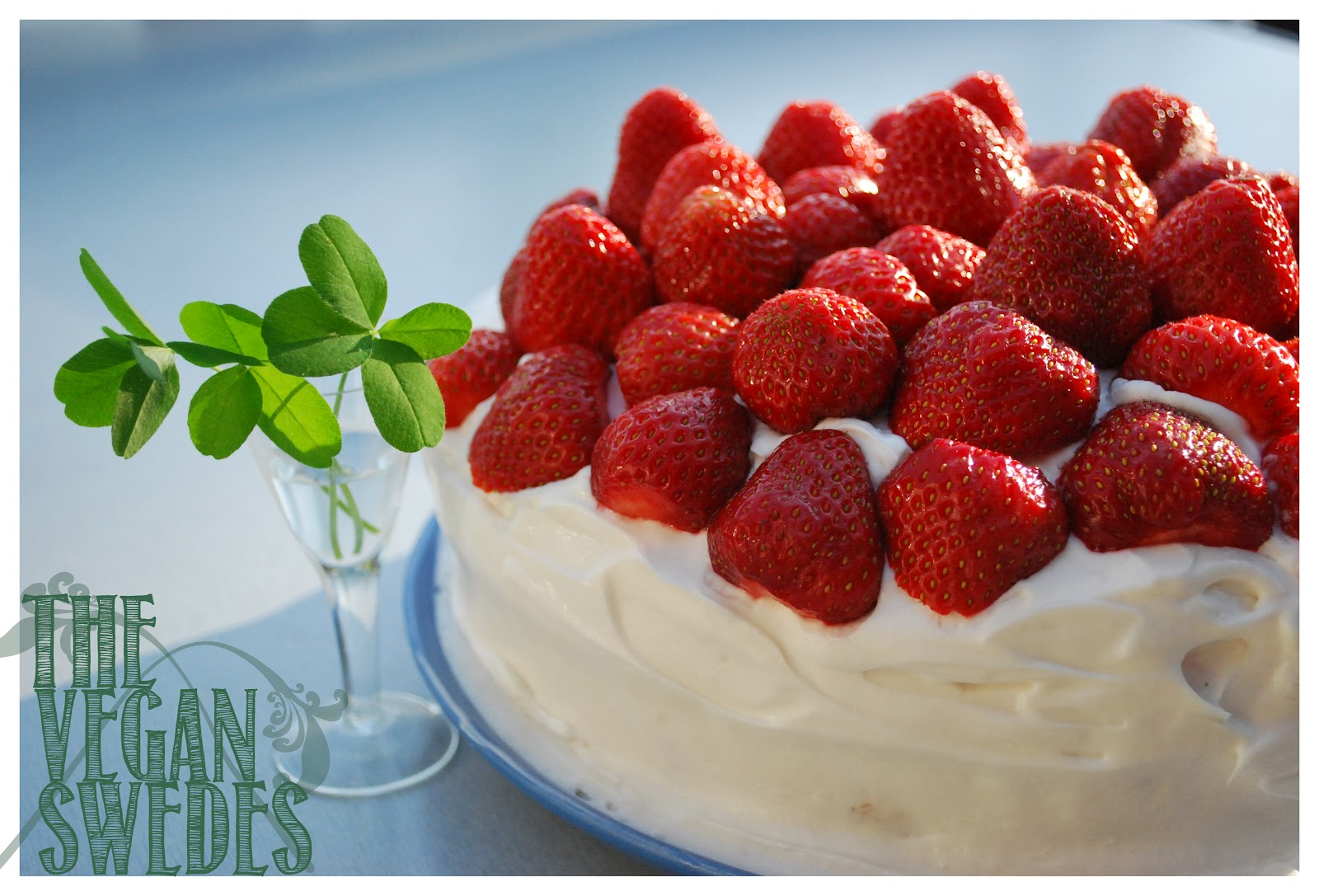 The Vegan Swedes: Midsummers! Strawberry Cream Cake