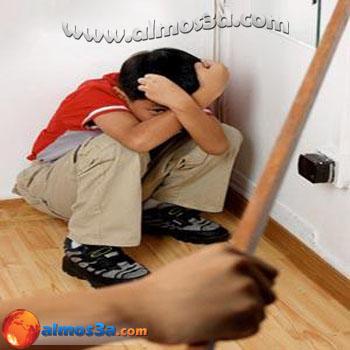 امرأة تضرب ابنها كل يوم امام الناس ! 120422151515p4ps.jpg