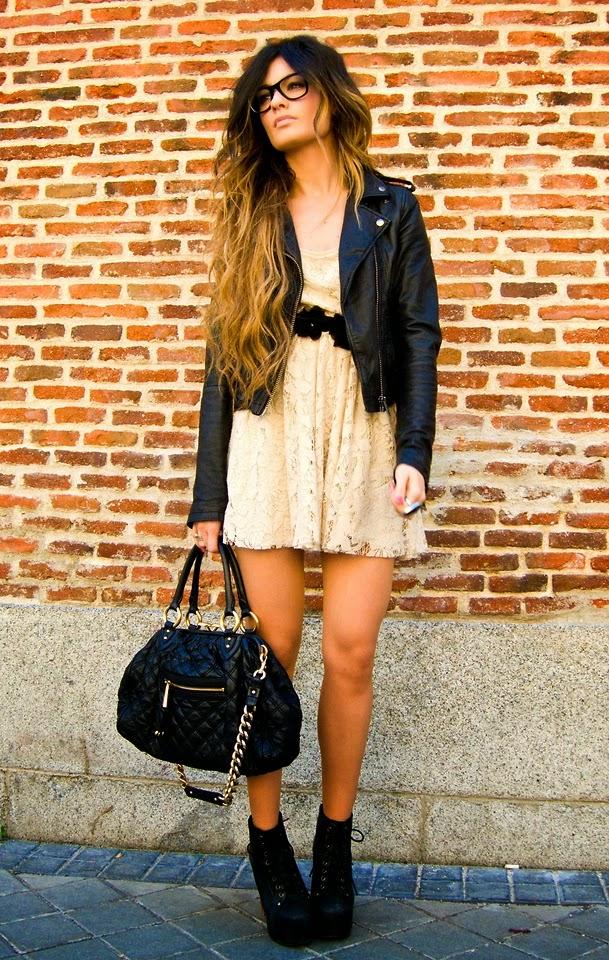 vestido de renda, jaqueta de couro