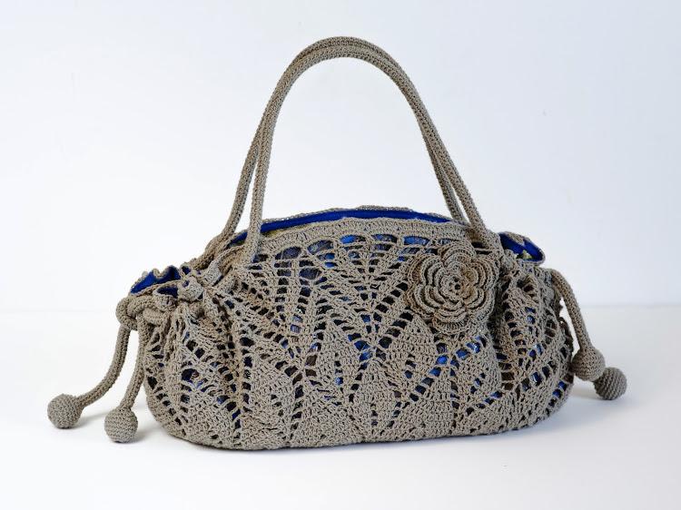 New Crochet Purse Patterns : ... Crochet: New project. Crochet Doily Purse. Pattern available