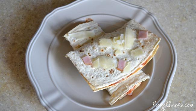 Easy Flatbread Pizza Sandwich Recipe - A quick lunch or easy dinner idea