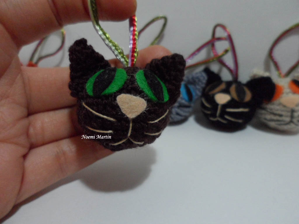 Gato Amigurumi Llavero : Agujas telas lanas tijeras ¡¡a crear gatos amigurumi