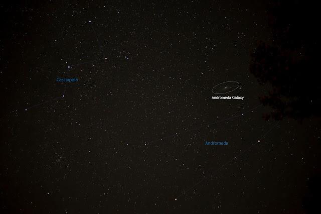 Thiên hà Andromeda cùng với chòm sao cùng tên và chòm sao Cassiopeia. Tác giả : Cattleya Flores Viray.