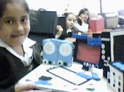 Exposiciones computadores elaborados por los estudiantes con materia reciclable
