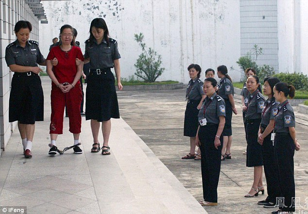 Rare View: Chinese Women laugh & Smile minutes before being executed