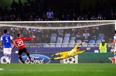 Robin Van Persie miss penalty kick Real Socedad vs Manchester United