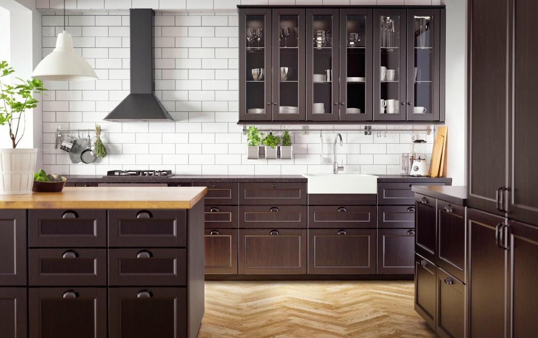 Se llama estilo total black en cocinas for Muebles marfil malaga