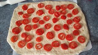 étaler les tomates sur la pate